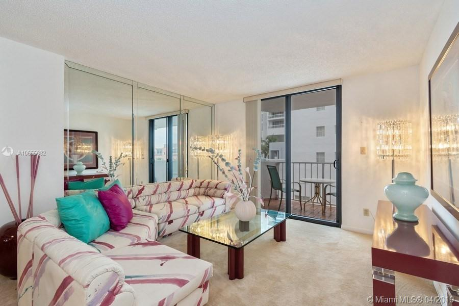 4301  Collins Ave   304