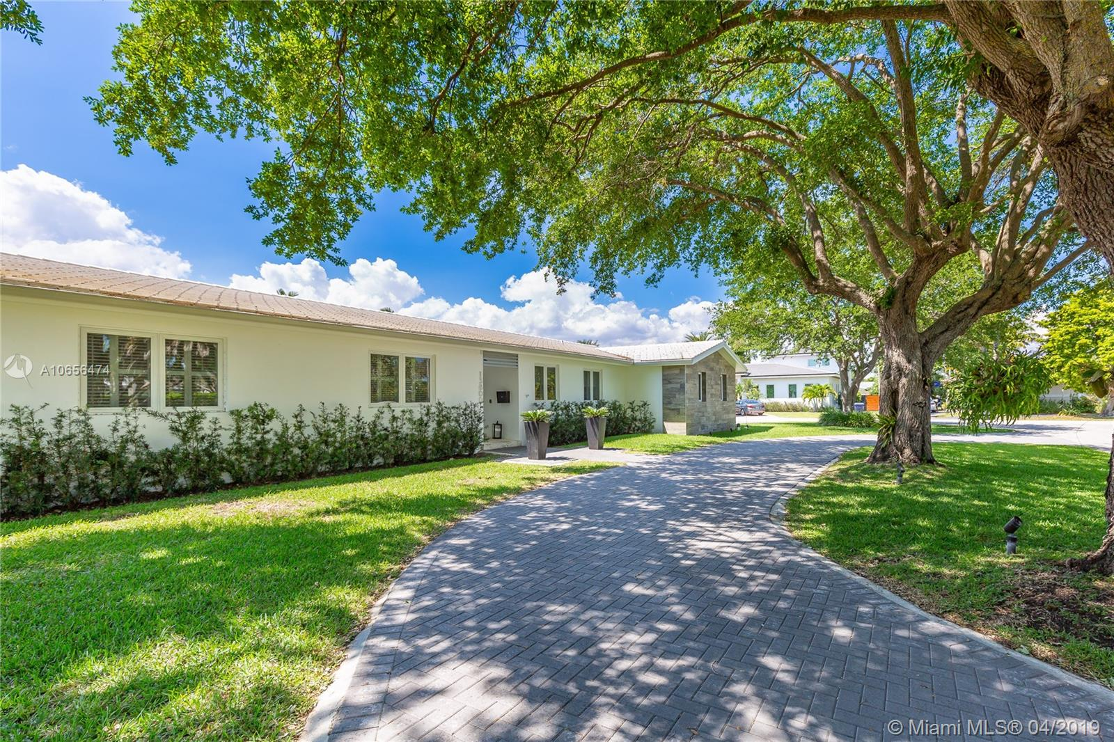 13800 SW 72 Ct  For Sale A10656474, FL