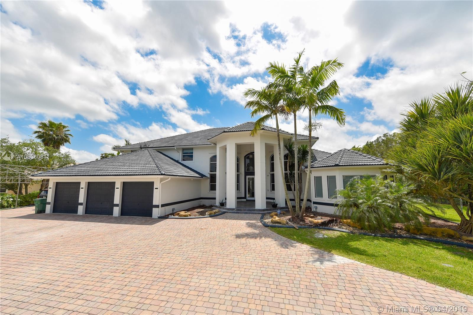 11080 SW 23 St  For Sale A10658081, FL