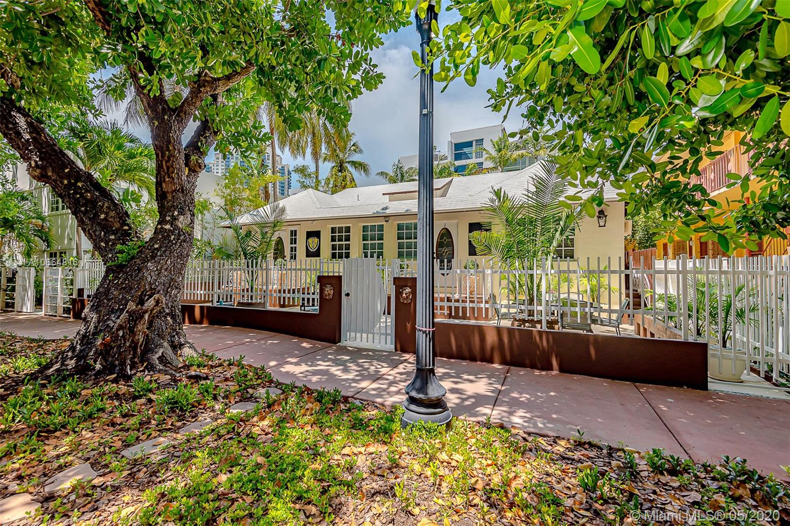 242  Meridian Ave  For Sale A10664816, FL