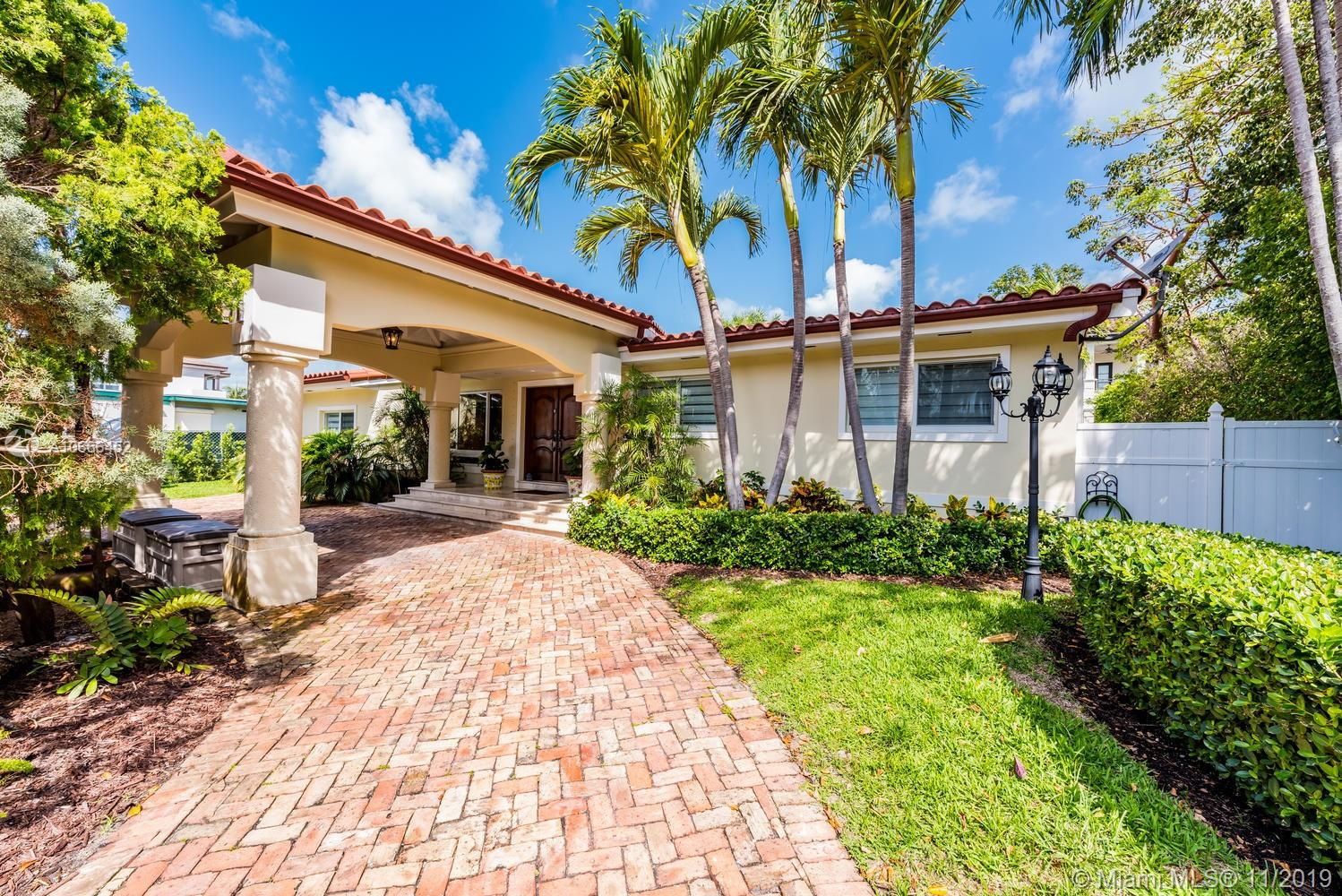 217  Buttonwood Dr  For Sale A10666452, FL