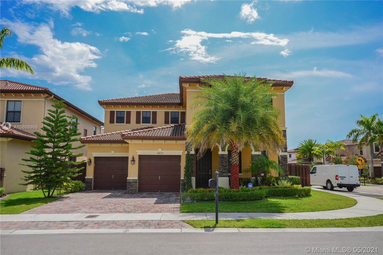 8875 NW 99th Ct  For Sale A10666966, FL