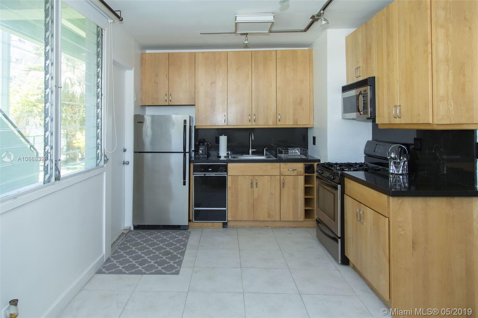 LOCATION, LOCATION,WALKING DISTANCE TO BEACH, MALL AND RESTAURANTS. MAXIMUN 2 PEOPLE PER APARTMENT,NO PETS