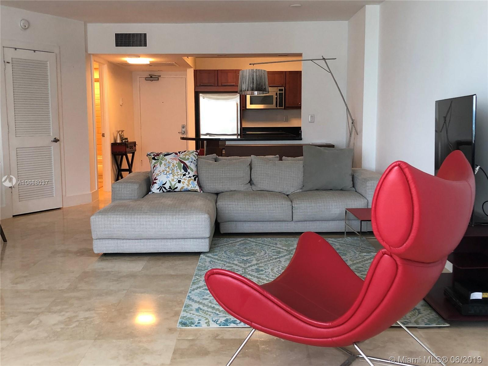 2301  Collins Ave   1514