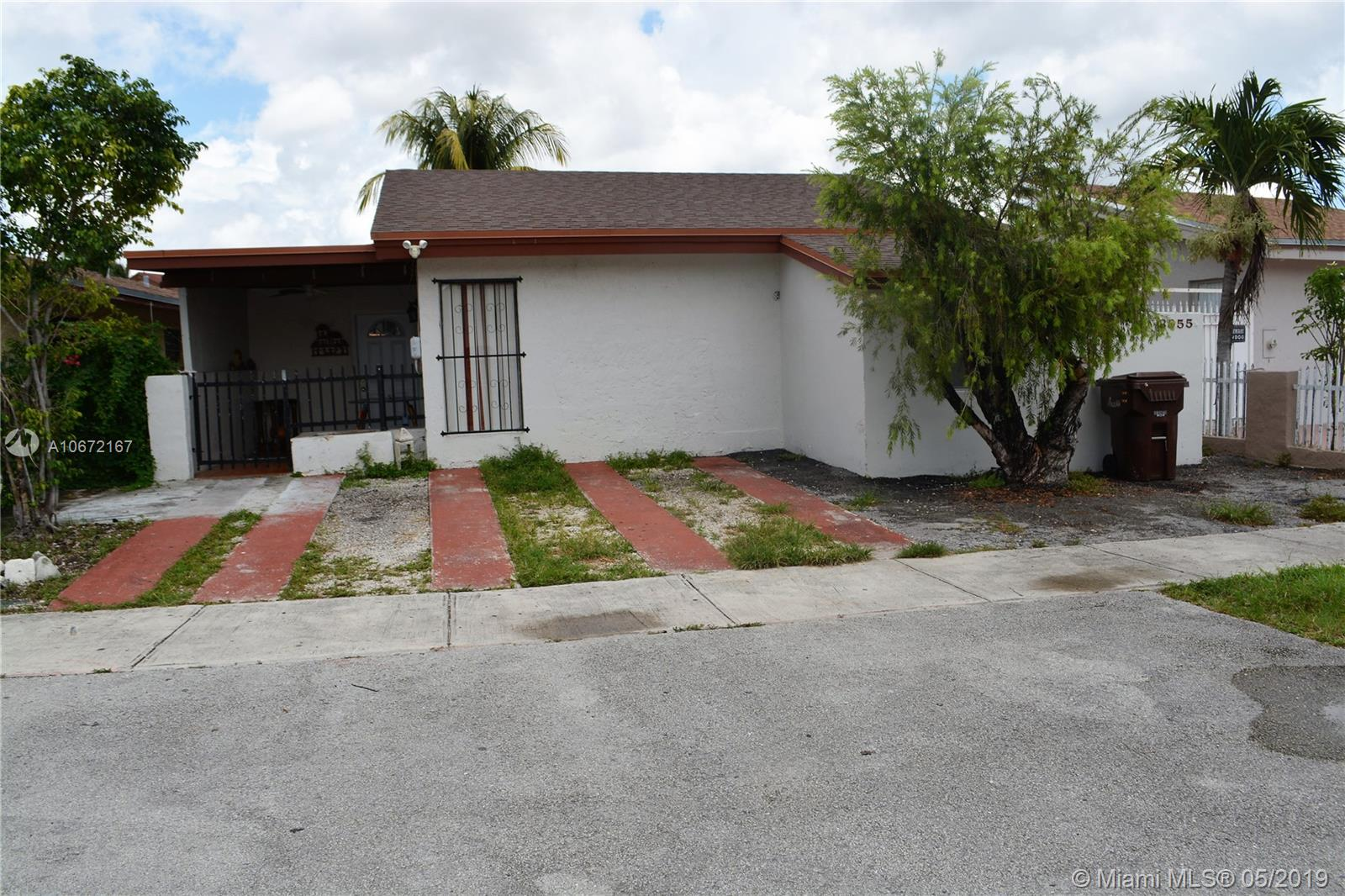 3955 W 10th Ct  For Sale A10672167, FL
