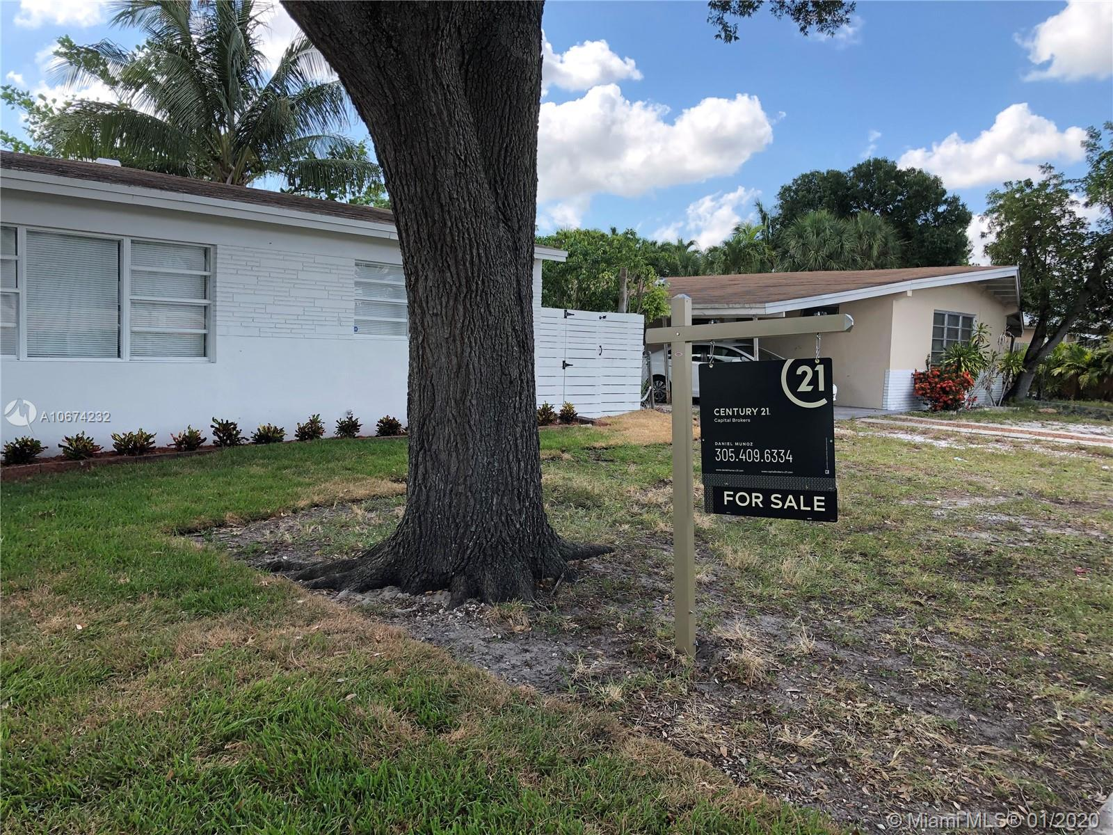 132 SW 24th Ave  For Sale A10674232, FL