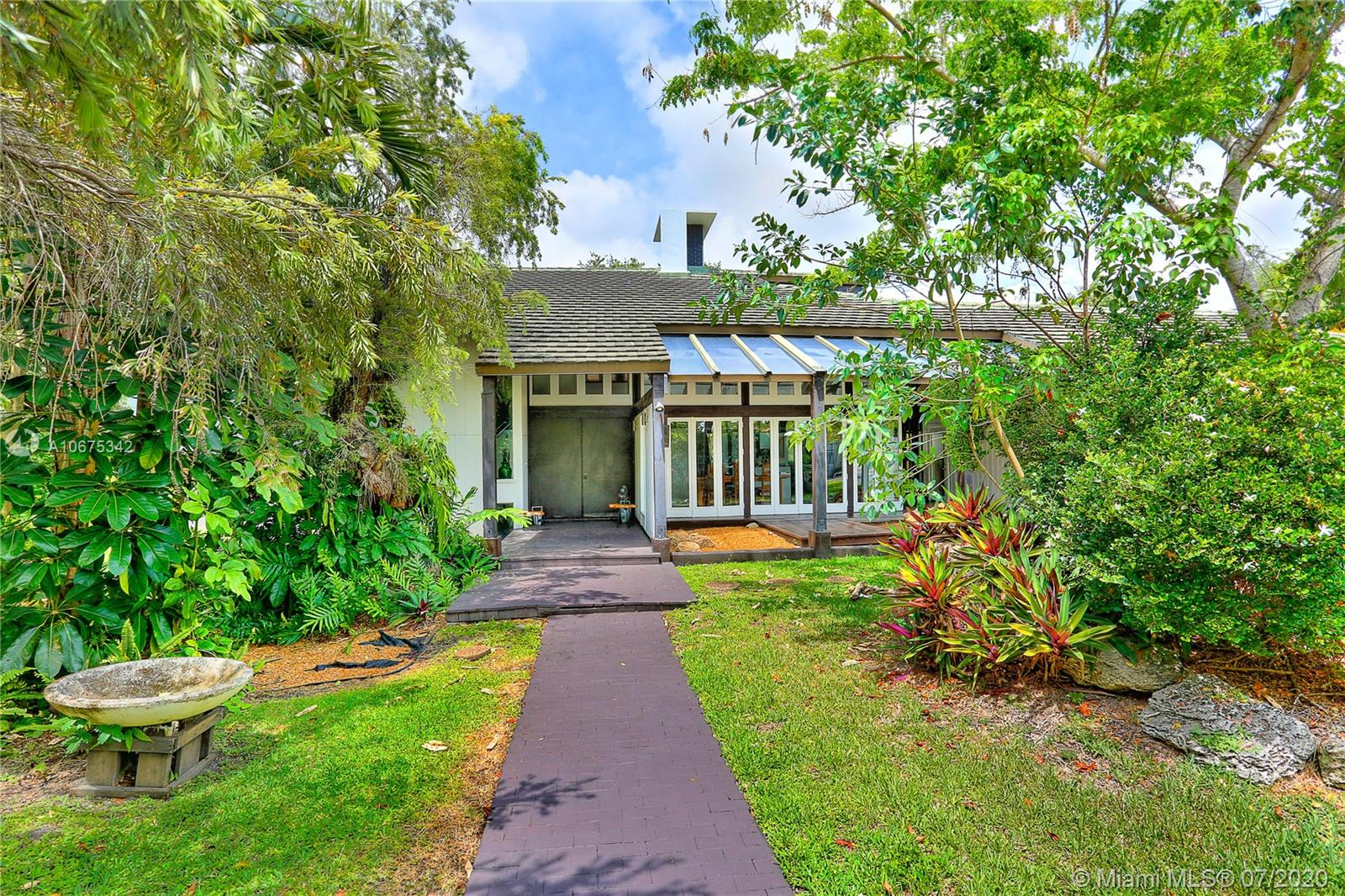 5690 S W 72nd Ave  For Sale A10675342, FL
