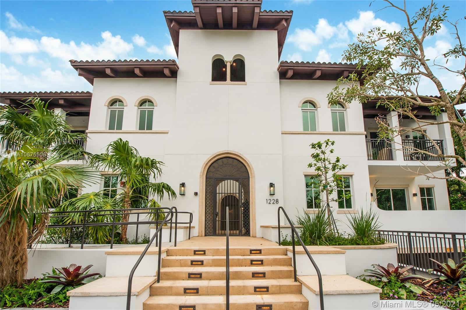 Be one of the fortunate few to live next to the iconic Biltmore Hotel. Enjoy Landmark-resort living in this boutique condo, 11 units on the golf course. Only condo of its kind in an established single-family neighborhood. This penthouse flat offers direct golf course views, private elevator, 3 balconies, & covered terrace w/summer kitchen and 3 covered parking. Timeless beauty; the classic architecture, in keeping with Merrick's vision, is complemented by contemporary interiors, Italian Veneta Cucina kitchen, Wolf/Sub Zero appliances. Enjoy the residents' spa and courtyard, deck & tall privacy hedge.   LA incl. covered Summer kitchen and TOTAL includes balcony.