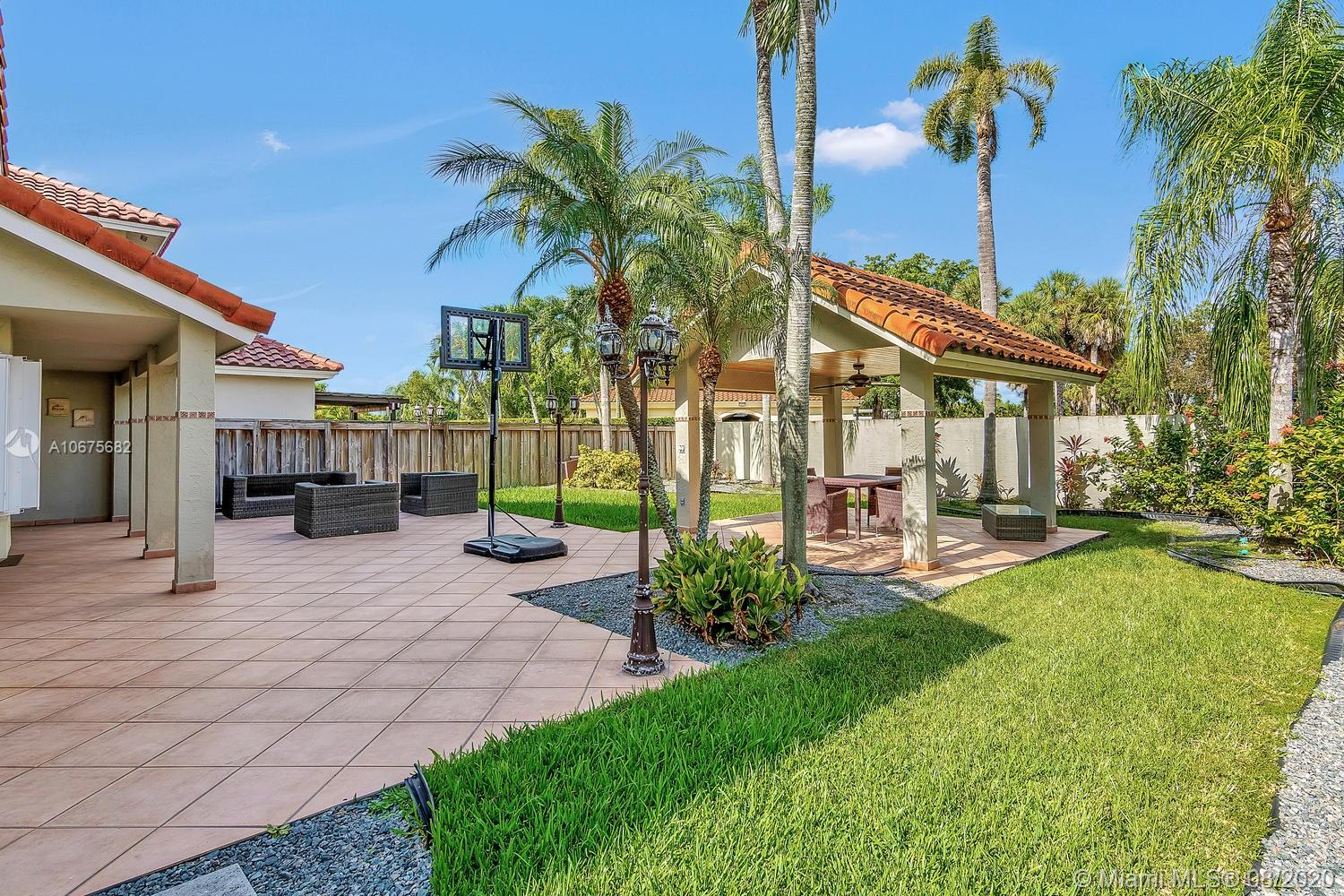 10355 NW 48th St  For Sale A10675682, FL