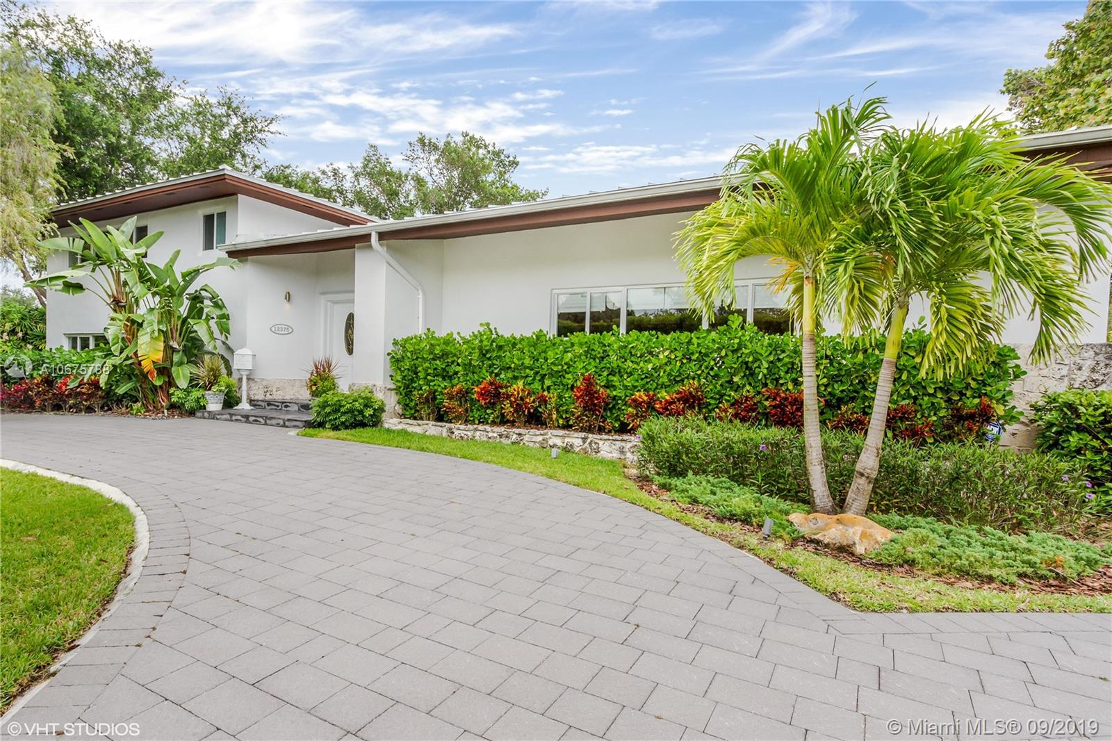 12375 SW 69th Pl  For Sale A10675788, FL