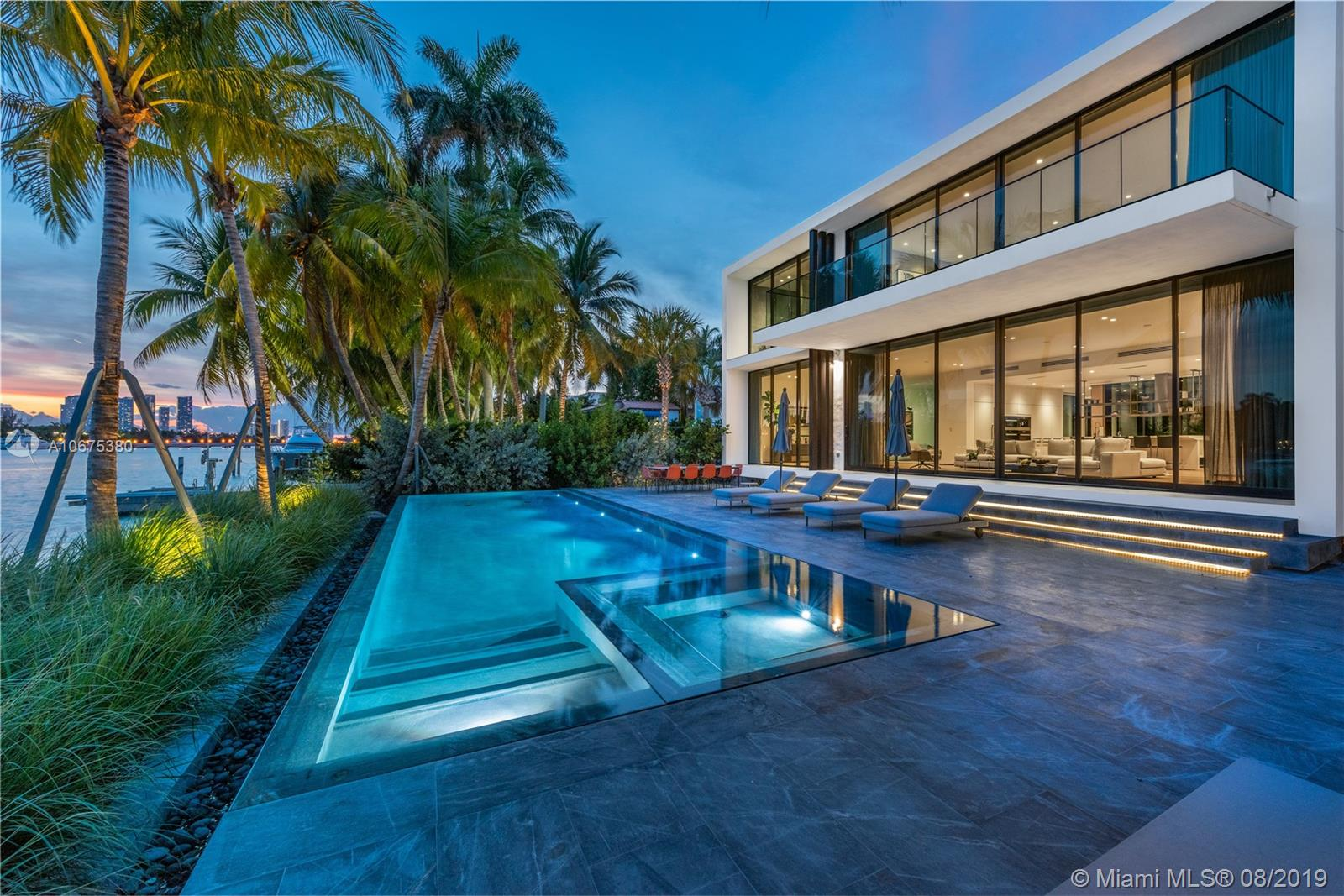 38 S Hibiscus Dr, Miami Beach, FL 33139