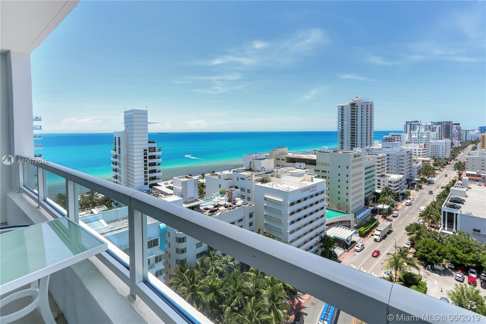 4401  Collins Ave   1706