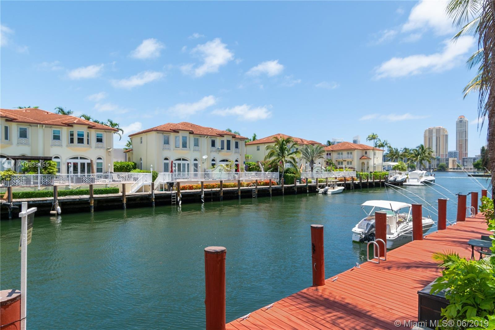 3901 NE 170th St #TH For Sale A10638155, FL