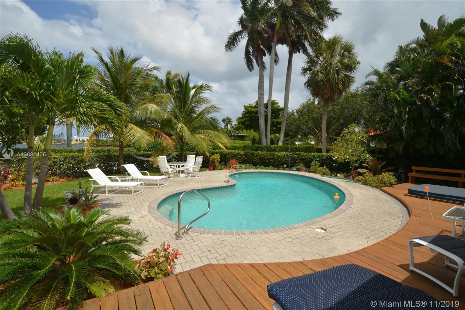910  Jefferson St  For Sale A10681405, FL