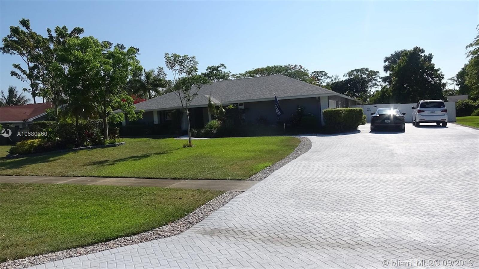 413 S Old Country Rd S, Wellington, FL 33414