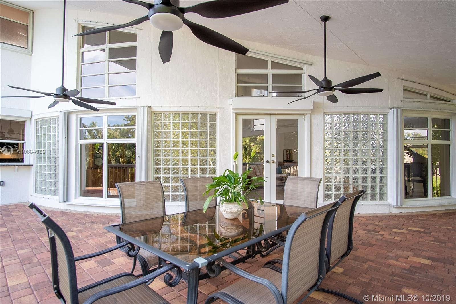 6320  Dolphin Dr  For Sale A10684039, FL