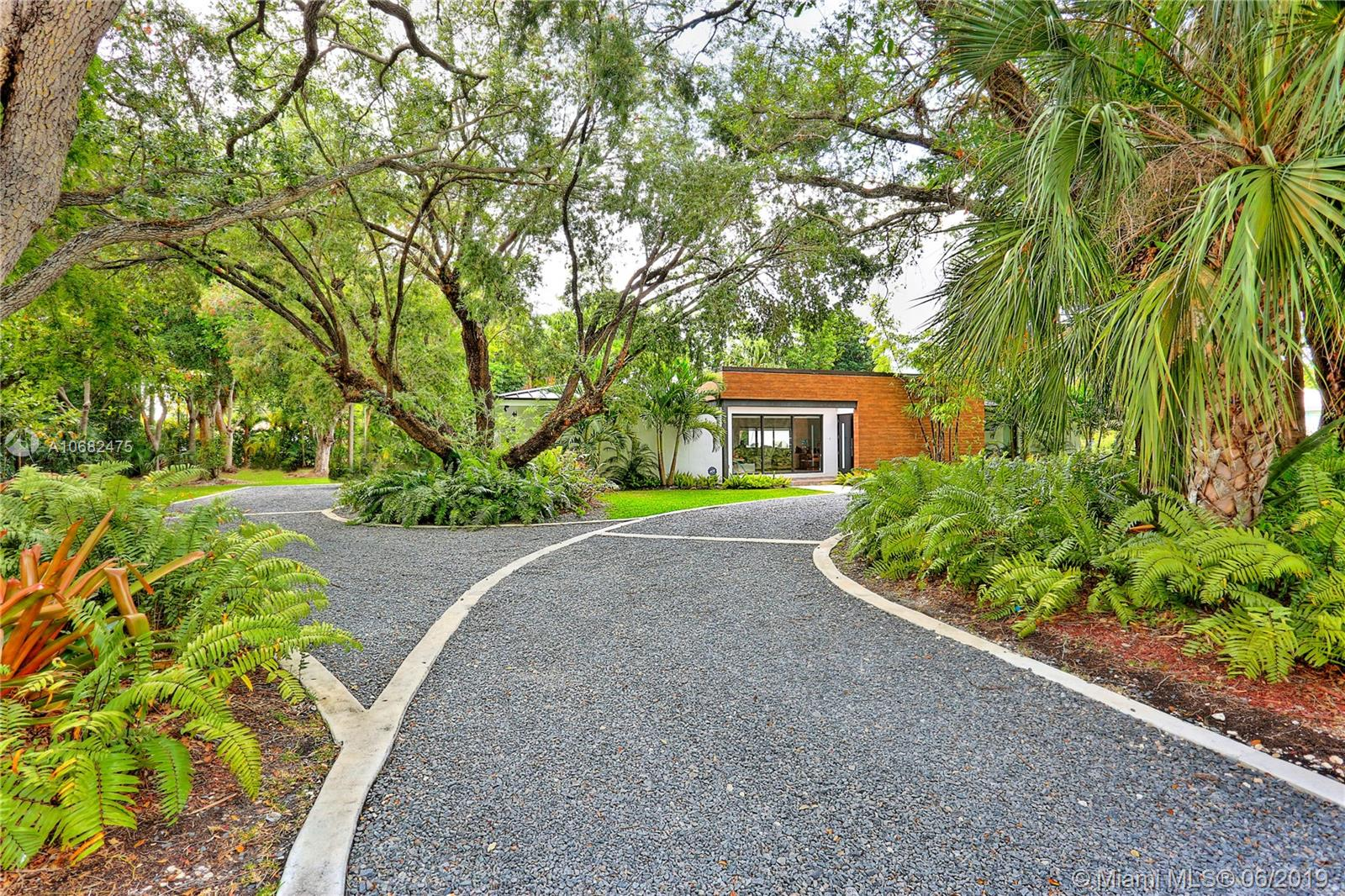 5505 S W 88 St  For Sale A10682475, FL