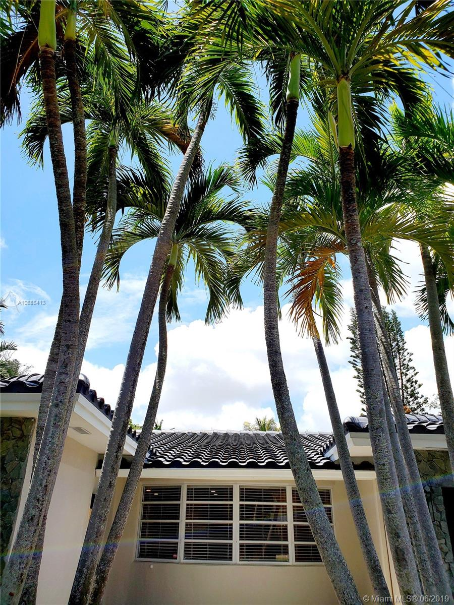 3840 N 42nd Ter  For Sale A10686413, FL