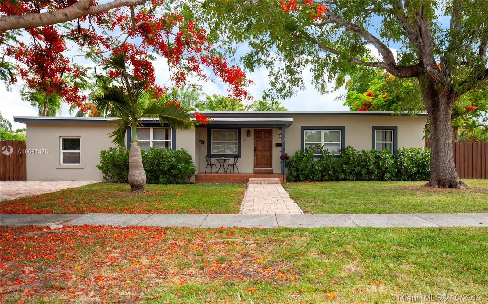 6051 SW 46th Ter  For Sale A10687476, FL