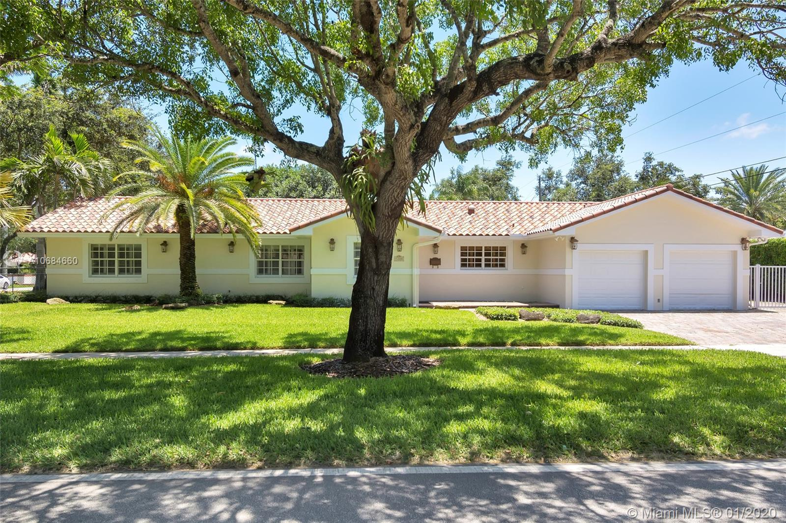 7200 SW 128th St  For Sale A10684660, FL