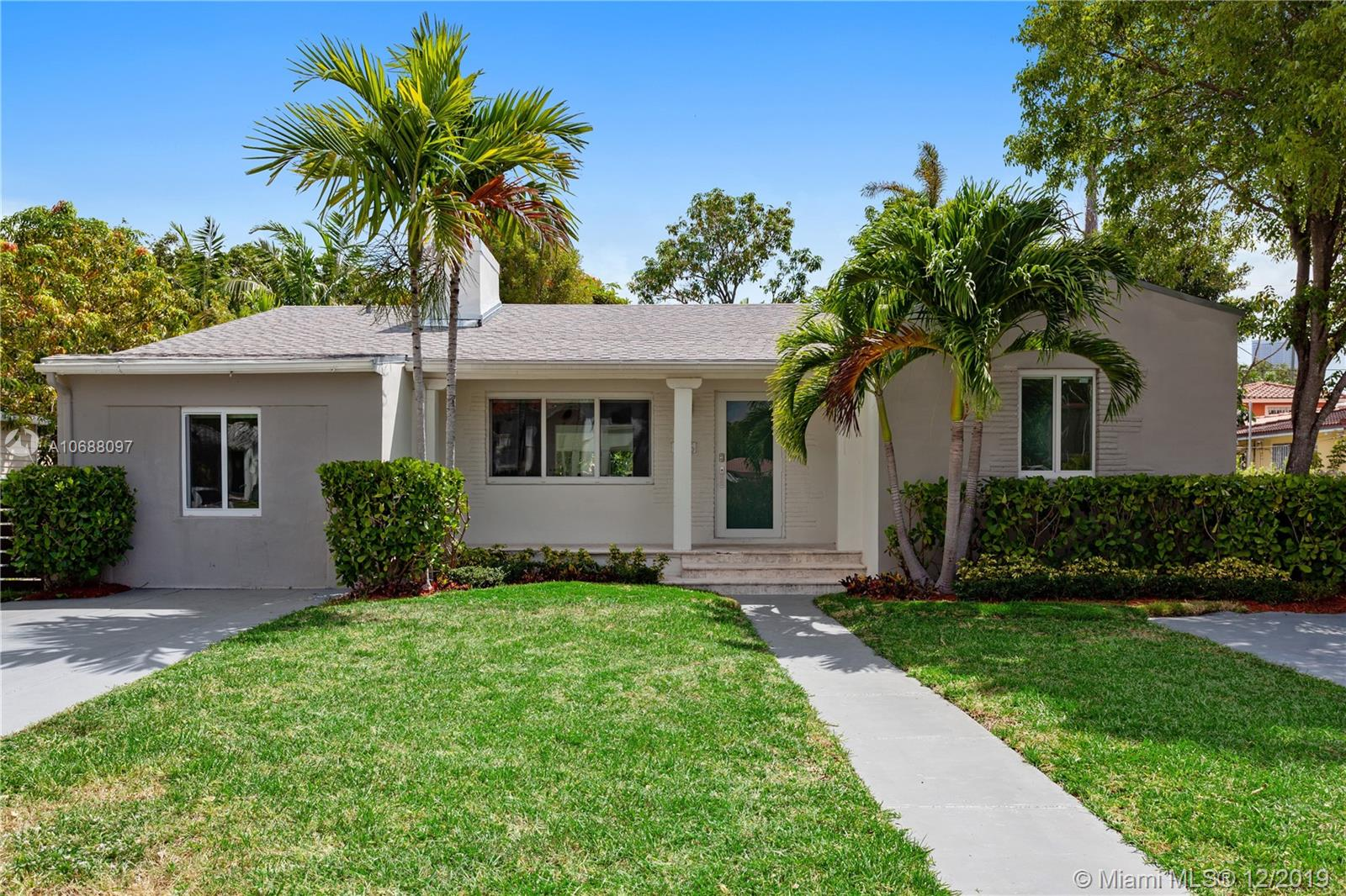725 SW 25th Rd  For Sale A10688097, FL