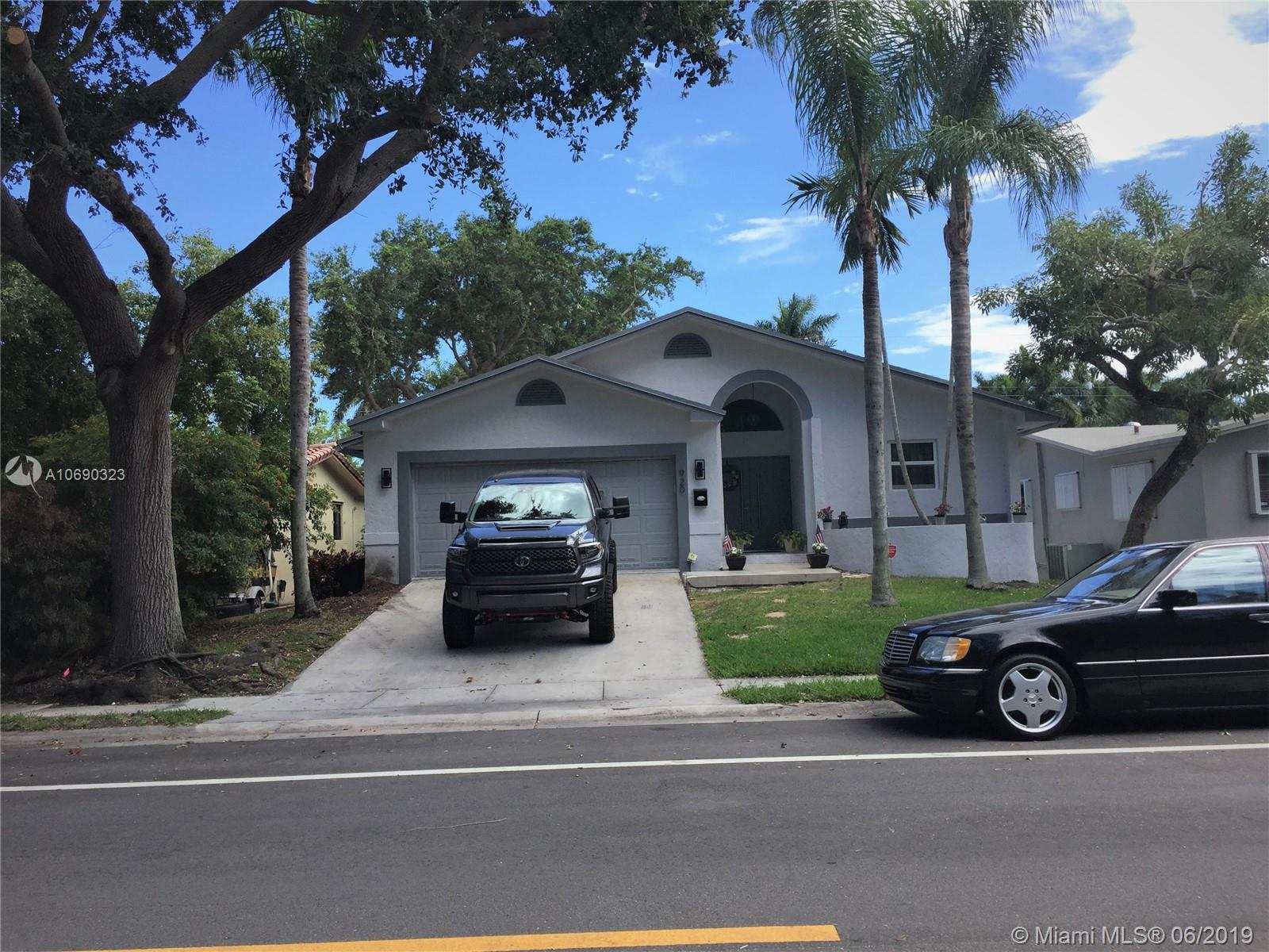 920  Johnson St  For Sale A10690323, FL