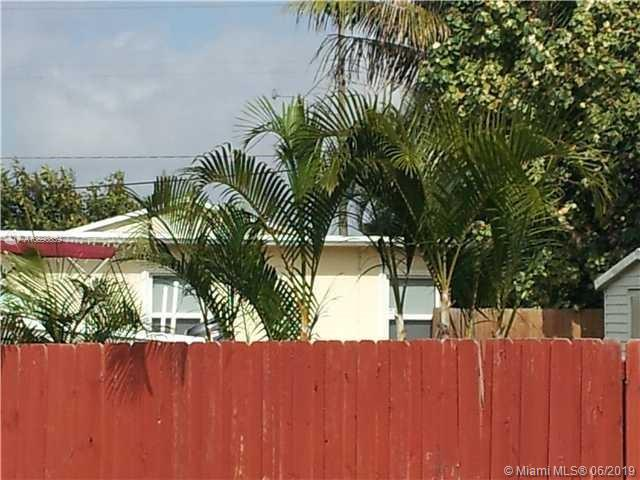 2445  Taft St  For Sale A10690839, FL