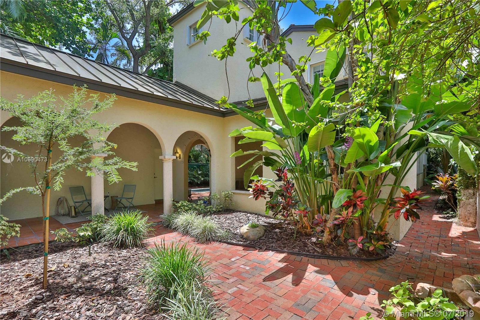 3585  Poinciana Ave  For Sale A10690473, FL