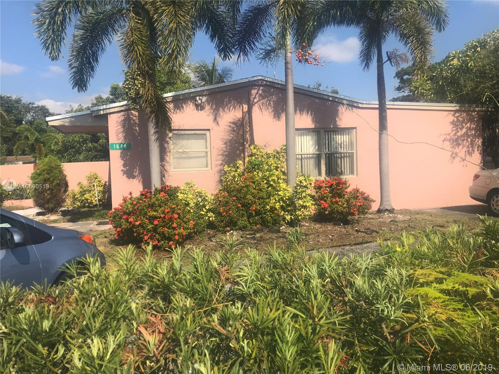 1530 N 71st Ter  For Sale A10690519, FL