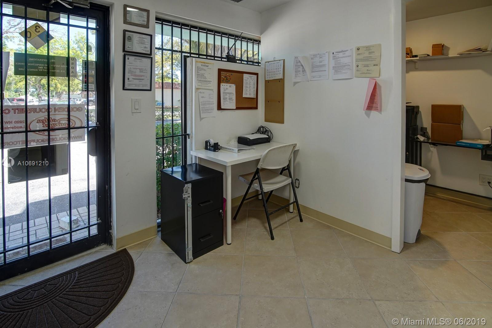 2920 NW 28th St, Lauderdale Lakes, FL 33311