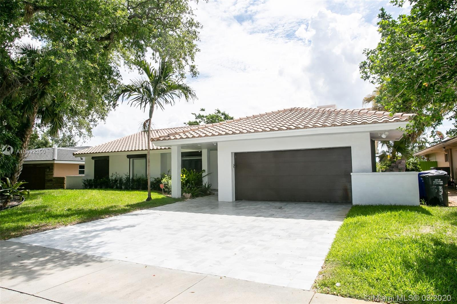 3581 N 31st Ave  For Sale A10692350, FL