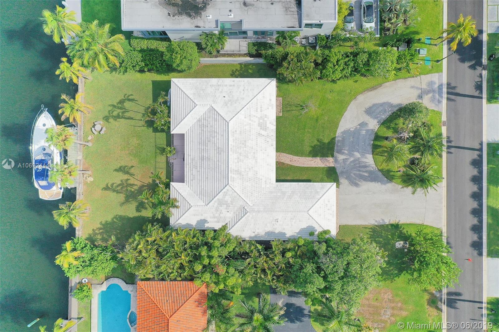 313  Centre Is  For Sale A10692444, FL