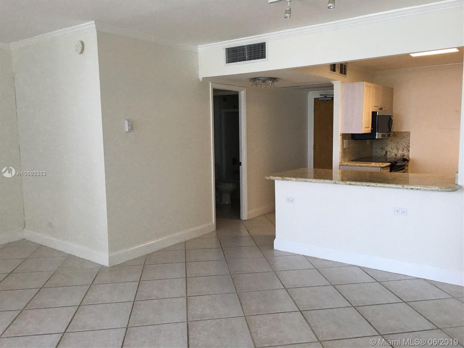 2301  Collins Ave   842