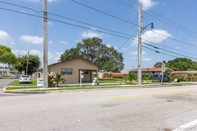 1000  Foster Rd  For Sale A10694610, FL