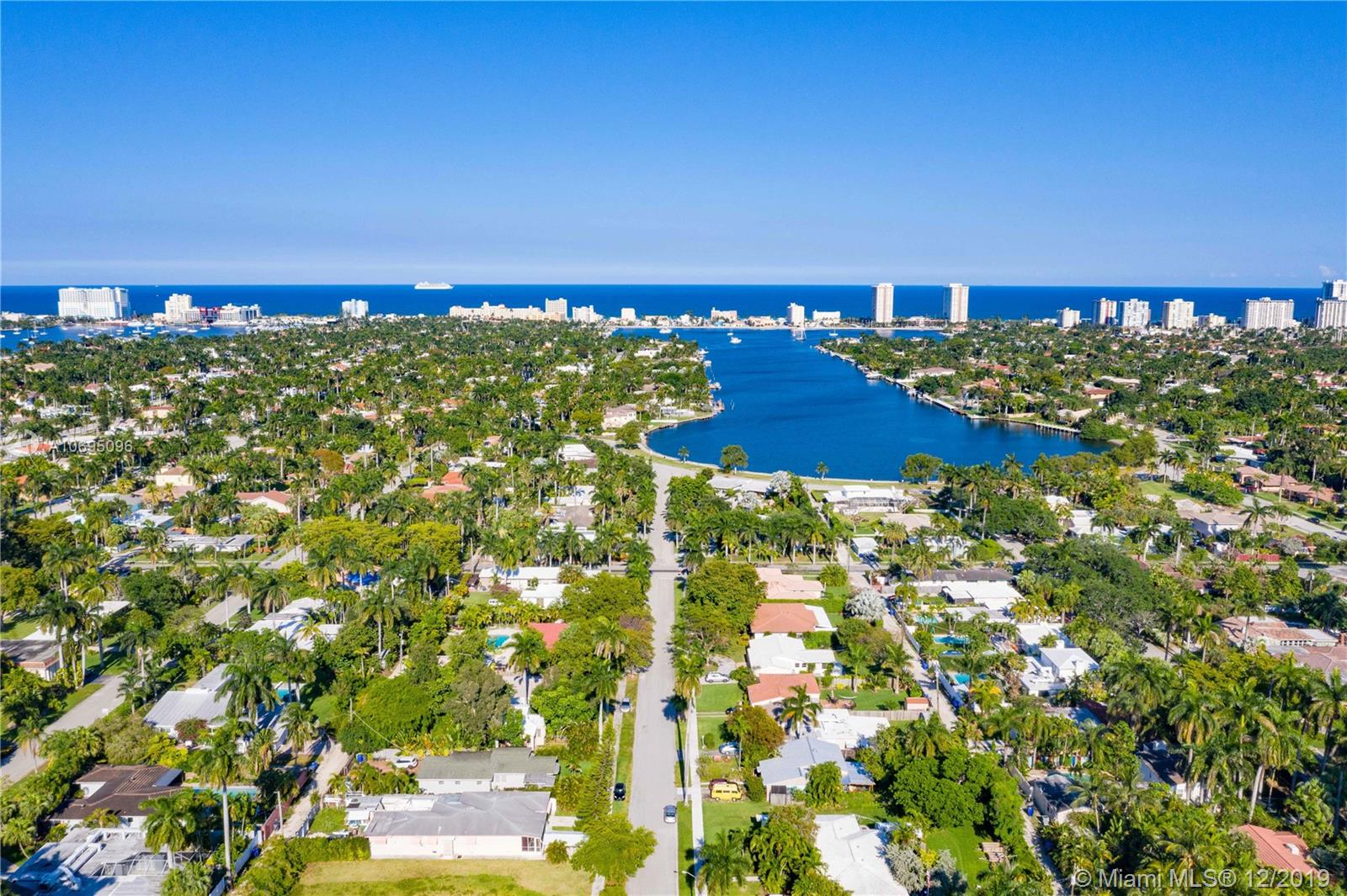 1335  Jackson St  For Sale A10695096, FL