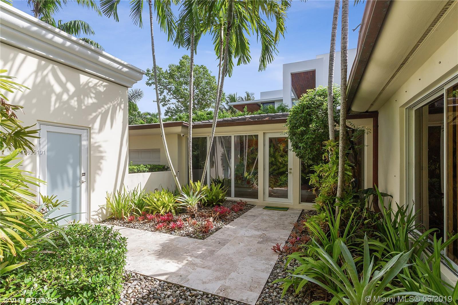5055 N Bay Rd  For Sale A10695101, FL