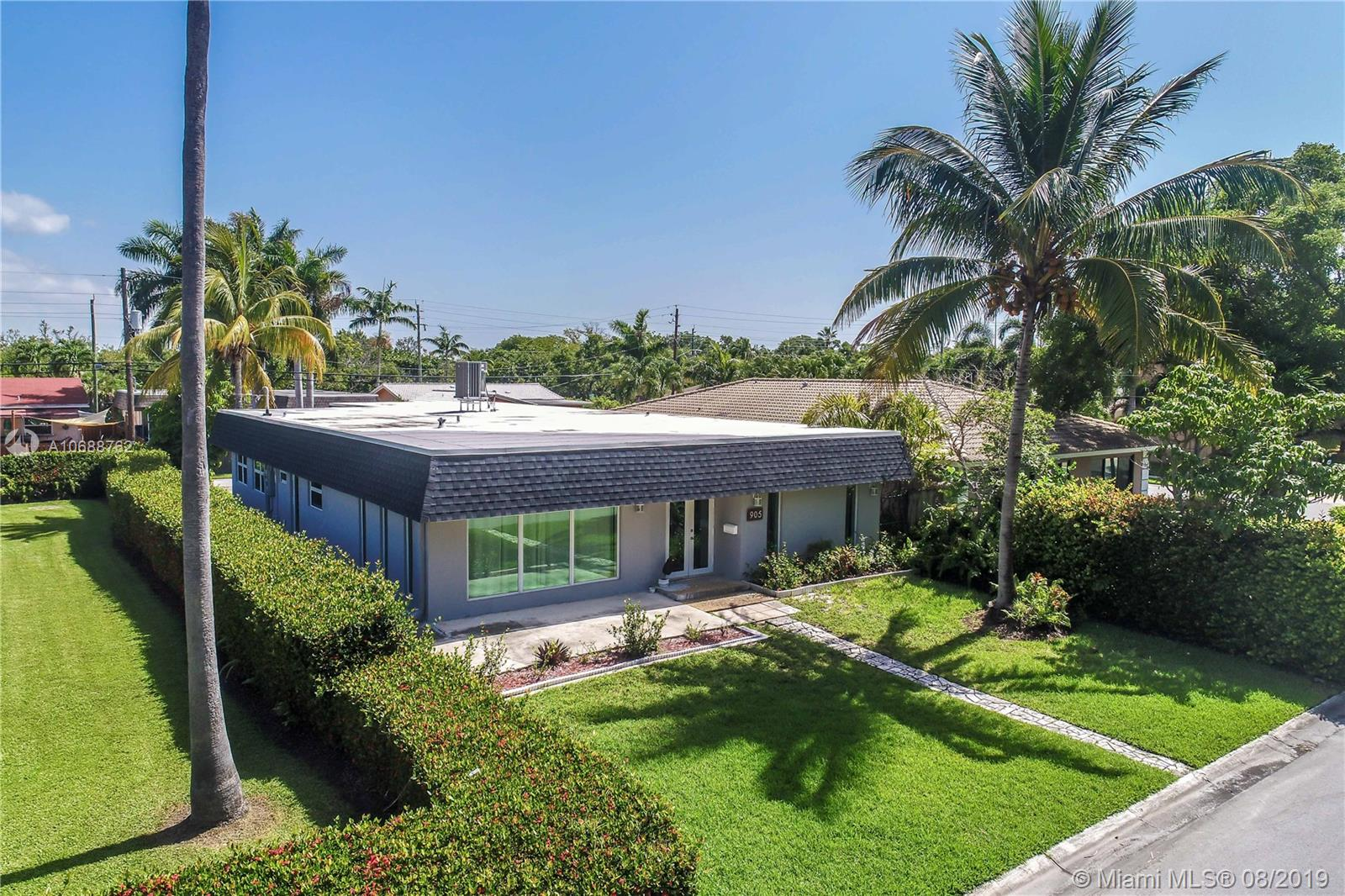 905  Lincoln Street  For Sale A10688762, FL