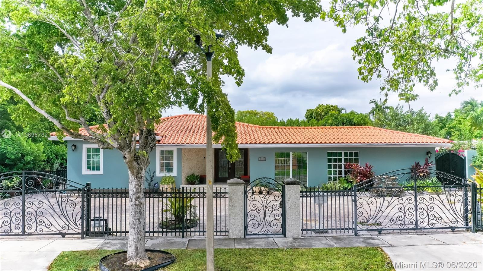 400 SW 24th Rd  For Sale A10696782, FL