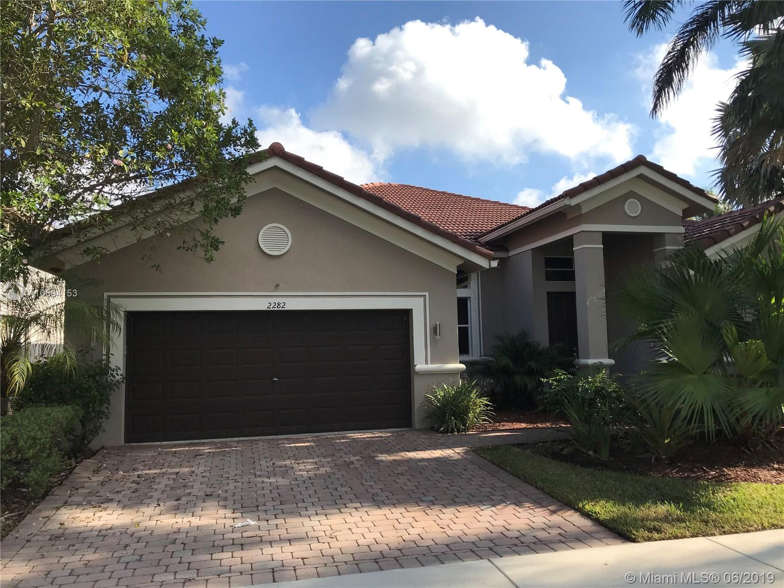 FABULOUS WESTON HILLS COUNTRY CLUB GEM! 4 BEDROOMS PLUS DEN! WATERFRONT! HOME IS VACANT. Easy to show. This property will not last.
