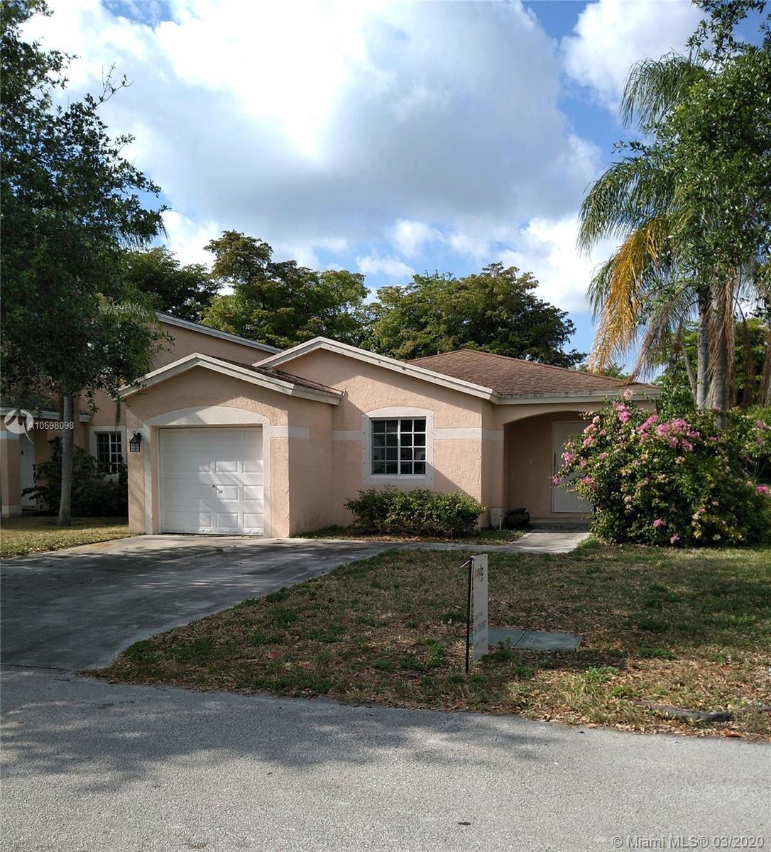 4621 SW 12 St, Deerfield Beach, FL 33442