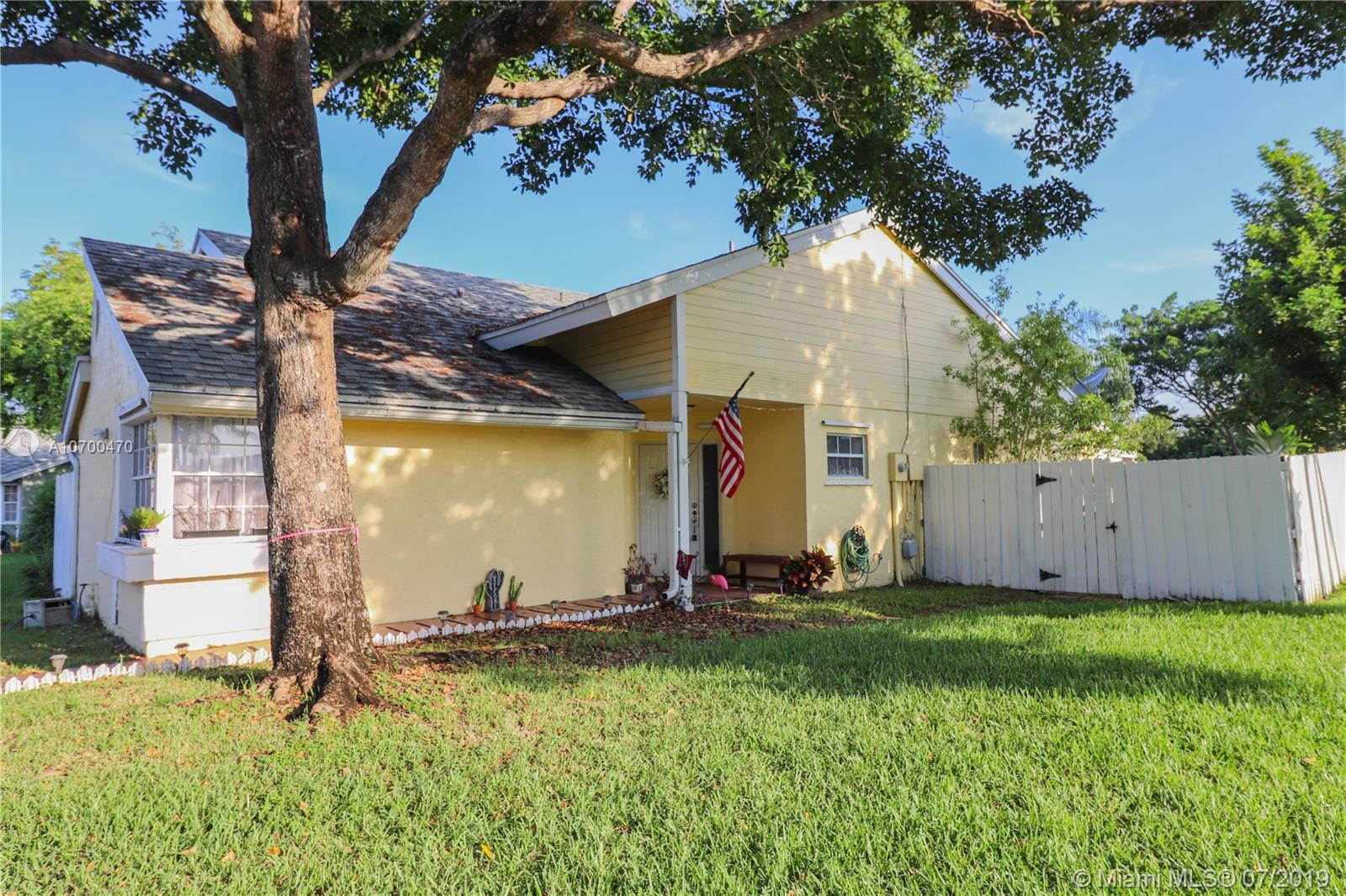 11121 SW 10th Pl  For Sale A10700470, FL
