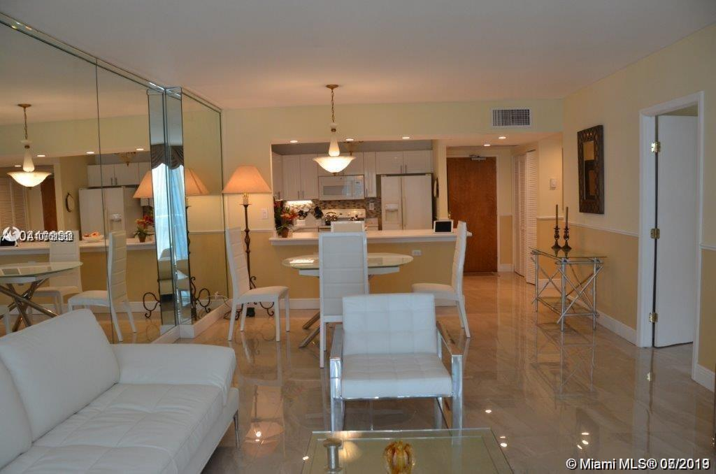 2301  Collins Ave   1002