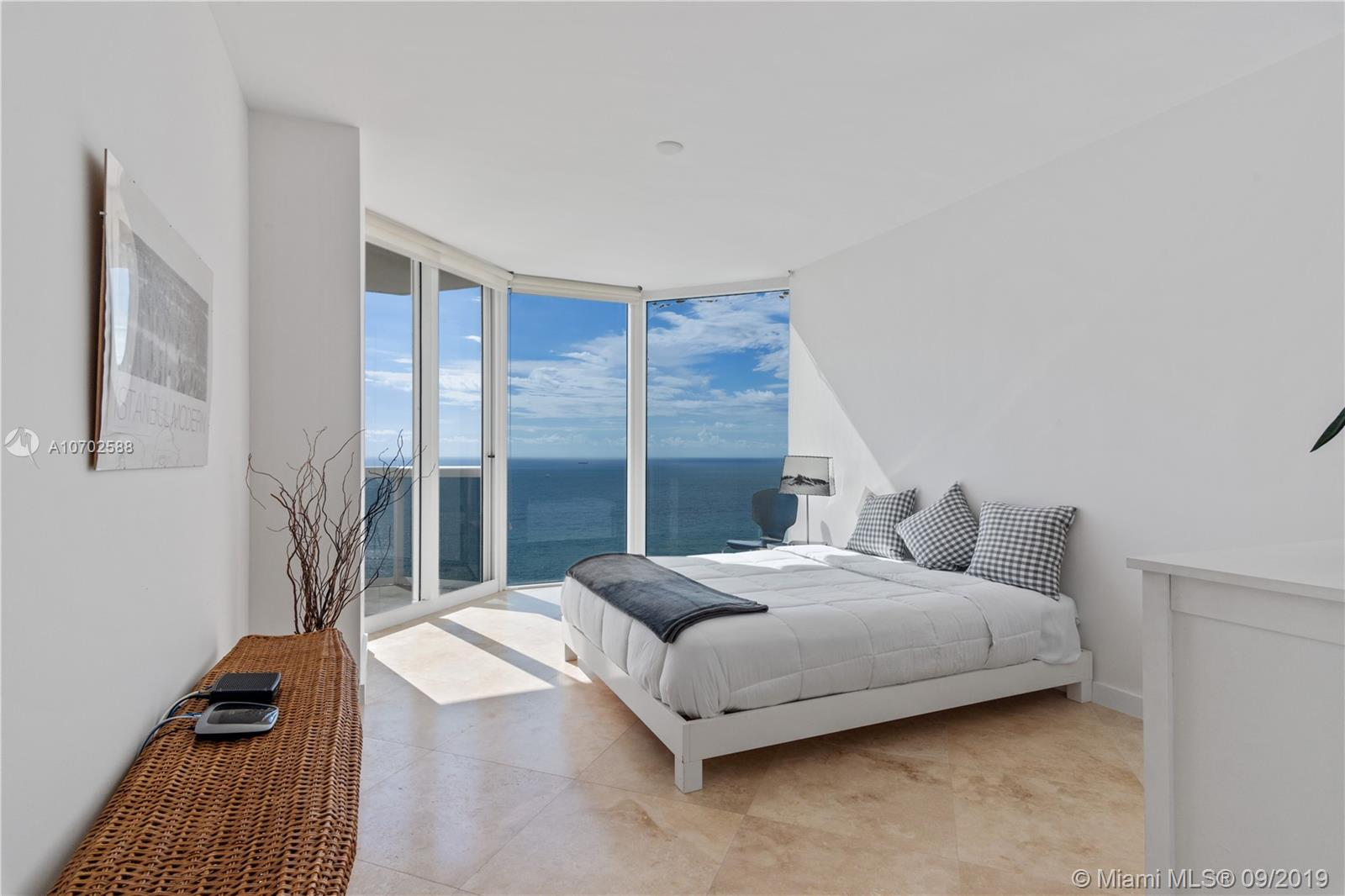 4775  Collins Ave   3602