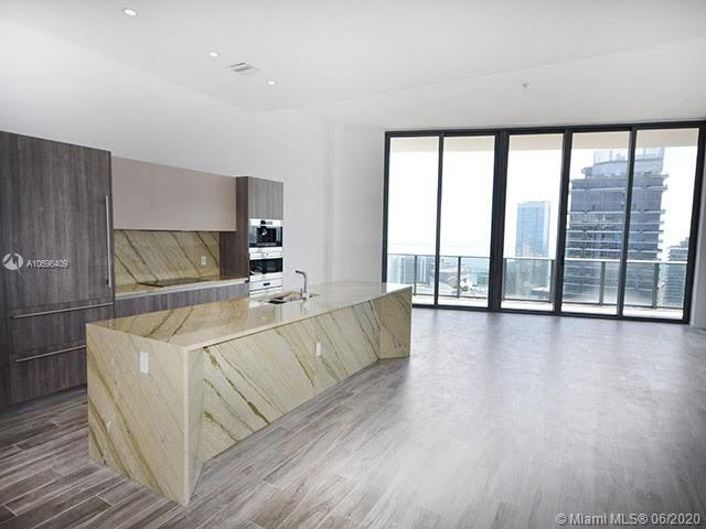 BRAND NEW MIDDLE PENT HOUSE. CENTRAL UNIT OVERLOOKING SOUTH MIAMI AND BISCAYNE BAY. 3 BEDROOMS PLUS DEN. GREAT LOCATION IN THE HEART OF BRICKELL. LUXURY BUILDING OFFERS TOP AMENITIES AS FITNESS CENTER, TENNIS COURT, SPA, POOL, CABANAS, POOL BAR FULL SERVICE, BUSINESS CENTER, KIDS PLAYGROUND AND MORE.