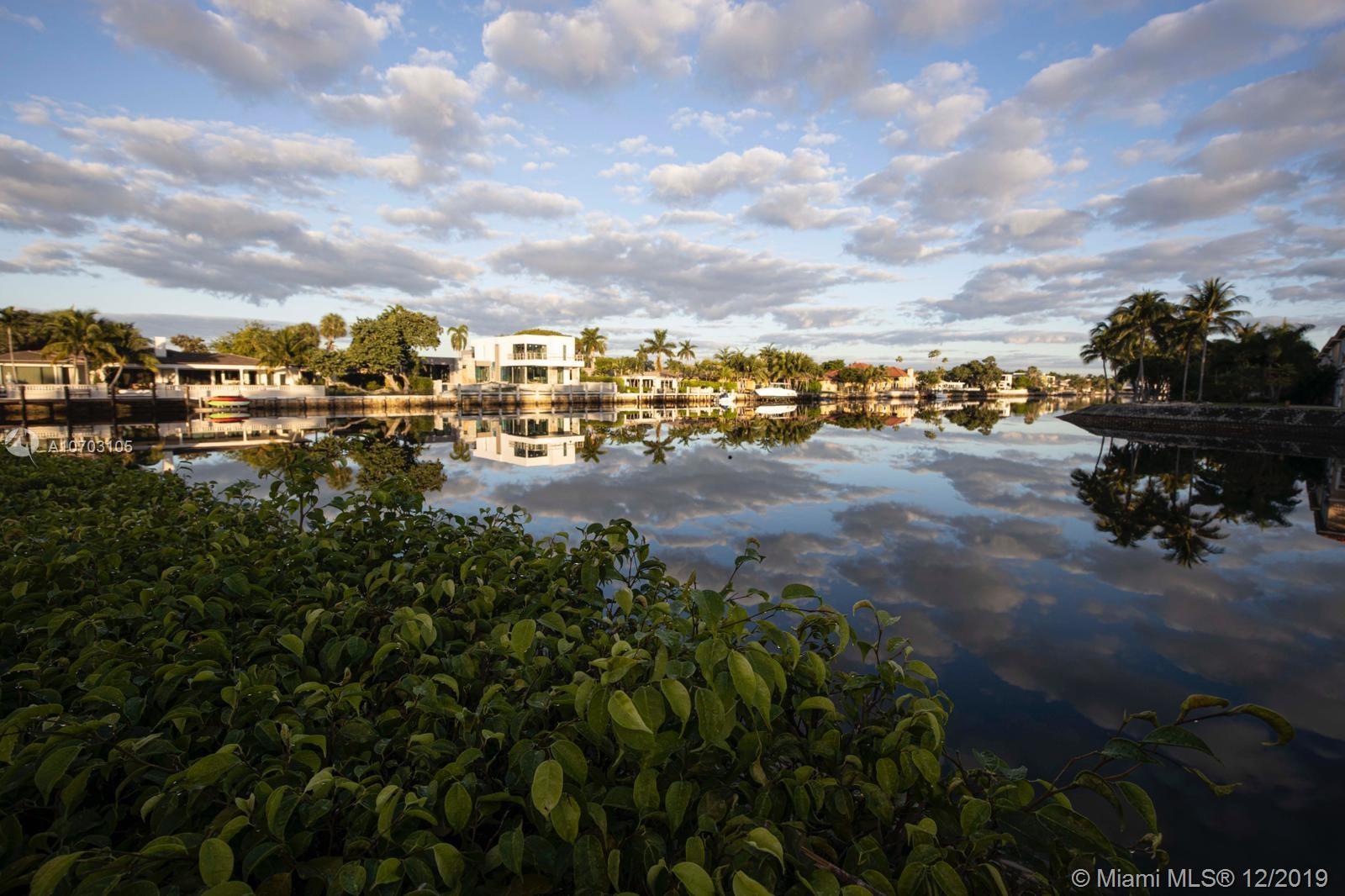 1510  Shoreline Way  For Sale A10703105, FL
