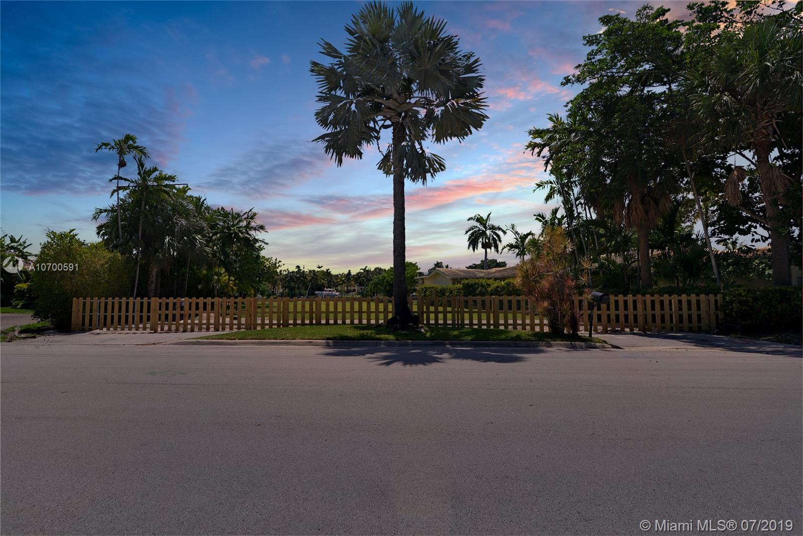9156  Bay Dr  For Sale A10700591, FL