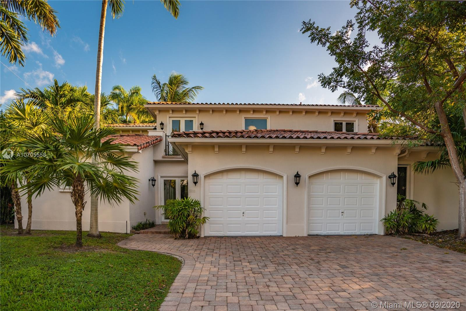 5900 SW 84th St  For Sale A10705558, FL