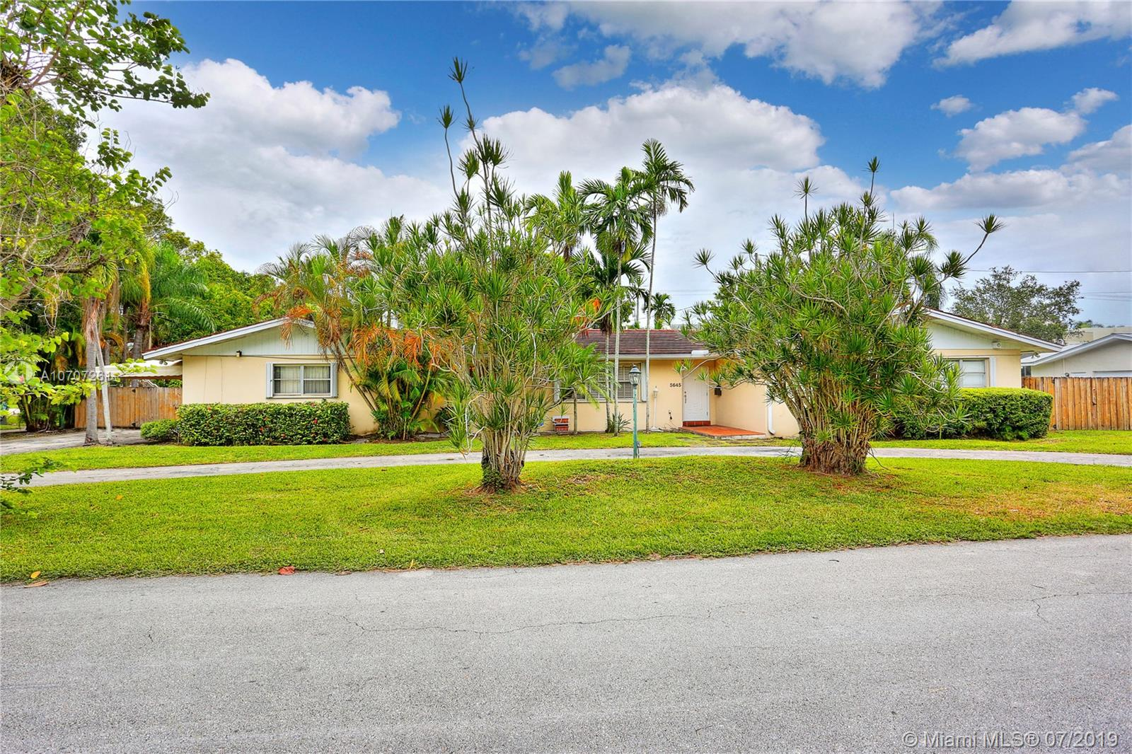 5645 SW 84th Ter  For Sale A10707261, FL