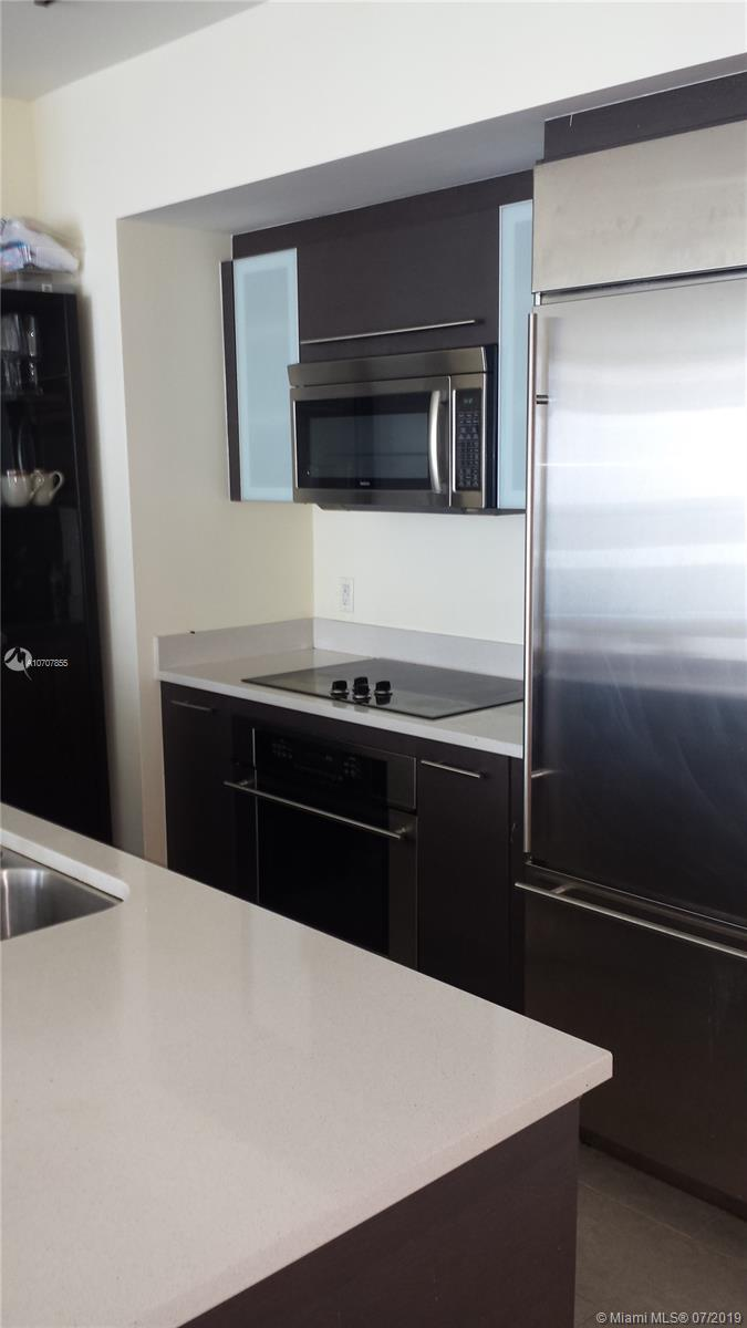 INCREDIBLE VIEWS ON THIS CORNER UNIT WITH 2 BEDROOMS AND 2 BATHROOMS, STAINLESS STEEL APPLIANCES, MODERN KITCHEN, LARGE LIVING ROOM, BRAND NEW LAMINATED VINYL FLOORS JUST INSTALLED.  BUILDING LOCATED IN THE HEART OF BRICKELL AVENUE.  WALKING DISTANCE TO BRICKELL CITY CENTER, RESTAURANTS, BANKS AND ENTERTAINMENT.
