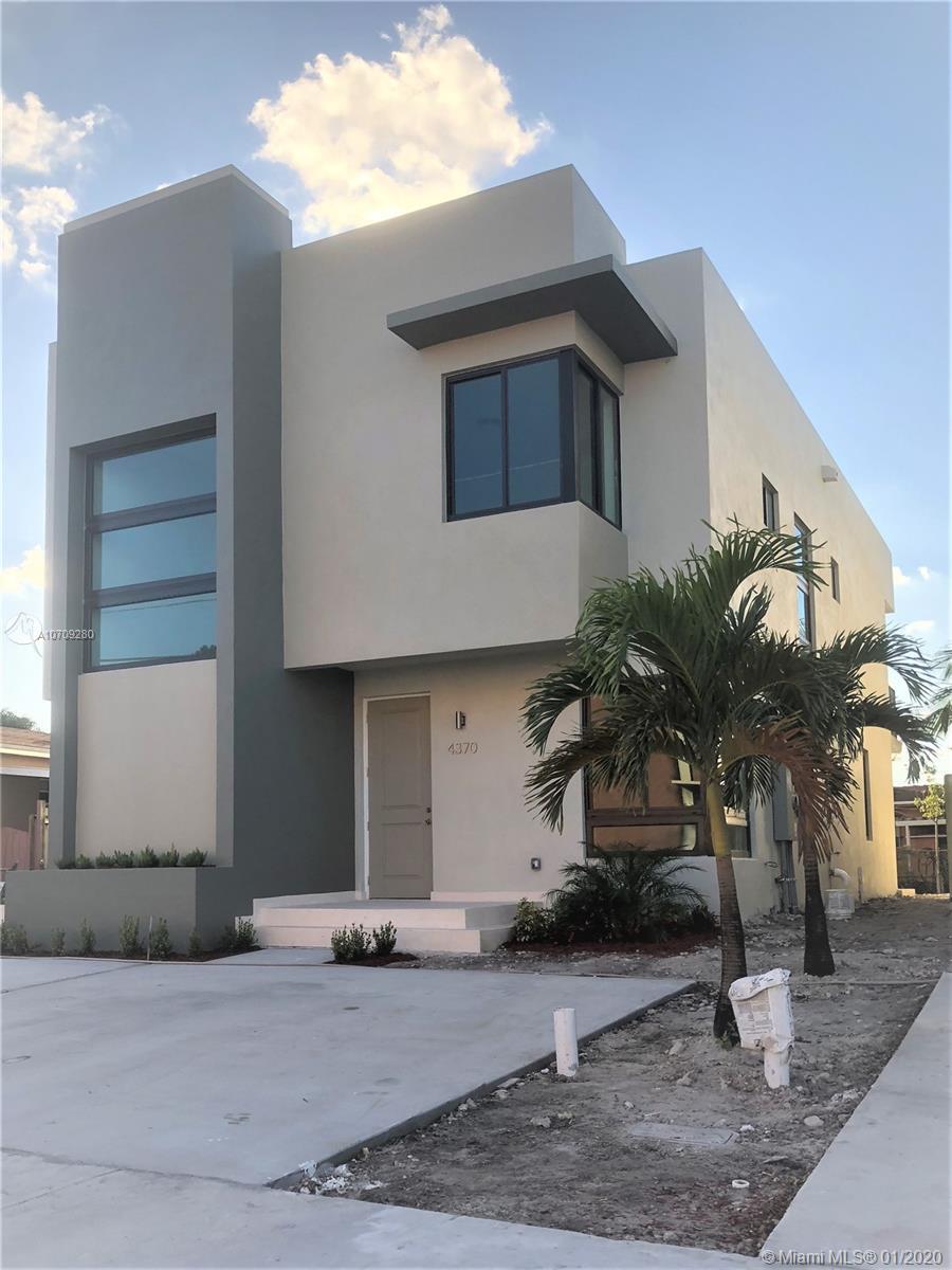 4370 E 10 Ave  For Sale A10709280, FL